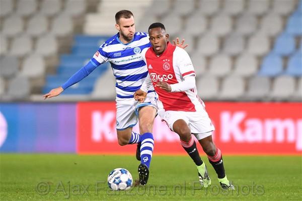 Jong Ajax pakt in voetbalgevecht punt tegen De Graafschap