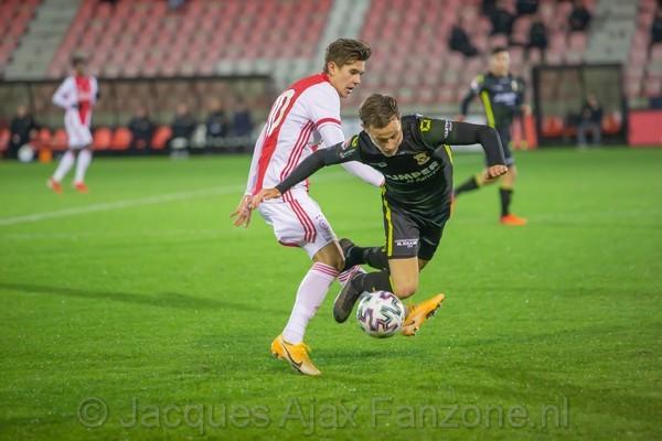 Jong Ajax in slotseconden onderuit tegen Go Ahead Eagles (Incl foto's)