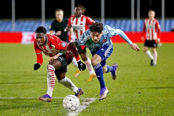 Jong Ajax pakt drie punten op bezoek bij Jong PSV
