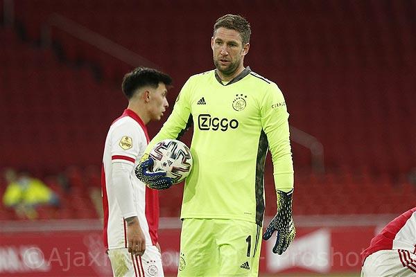 Ajax zegt contract Maarten Stekelenburg formeel op