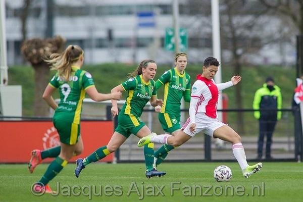 Ajax Vrouwen winnen nipt van ADO Den Haag: 1-0 (Incl foto's)