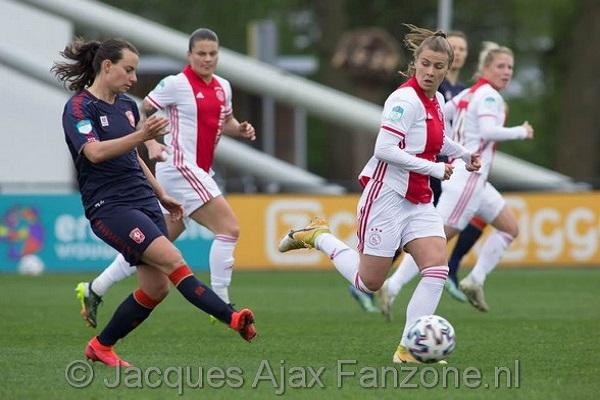 Ajax Vrouwen thuis onderuit tegen FC Twente: 1-2