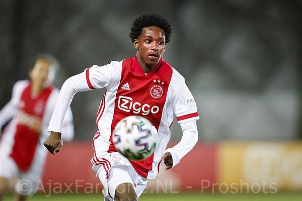 Ajax verlengt contract jeugdtalent Martha(17) tot medio 2024