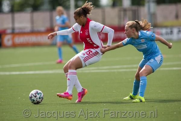 Ajax Vrouwen verslaan PSV en hebben nog zicht op ticket voor de voorronde van de UEFA Women's Champions League. (Incl foto's)