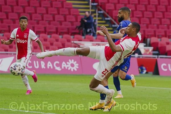 Ajax wint zonder moeite van VVV Venlo