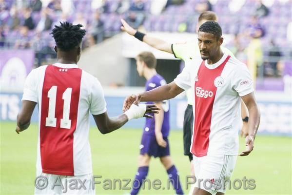 Haller schiet Ajax langs Anderlecht: 0-2