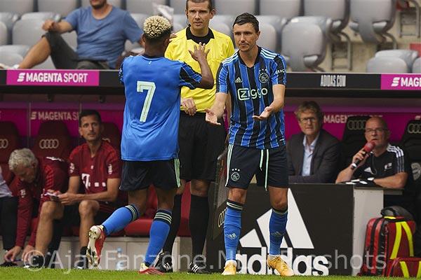 Ajax in oefenduel gelijk tegen Bayern Munchen; Officieus debuut Berghuis