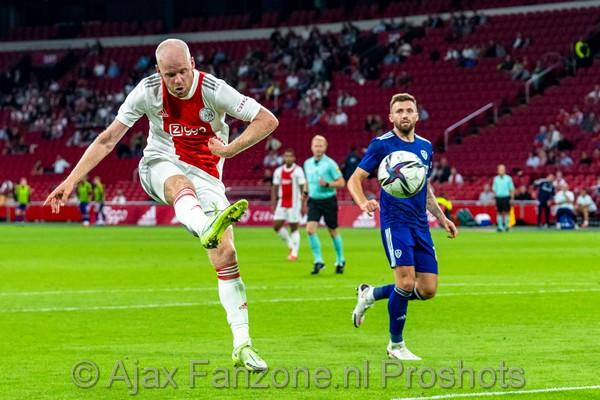 Ajax sluit oefenreeks af met 4-0 overwinning op Leeds United