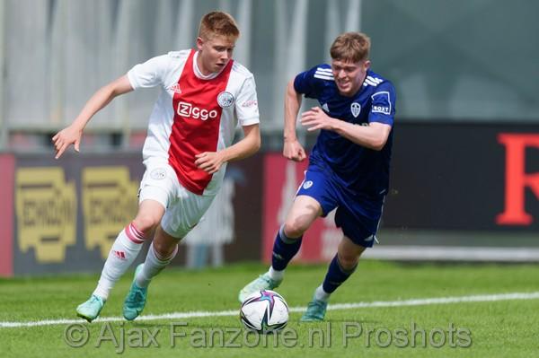 Ajax wint eerste oefenduel van Leeds met 3-1