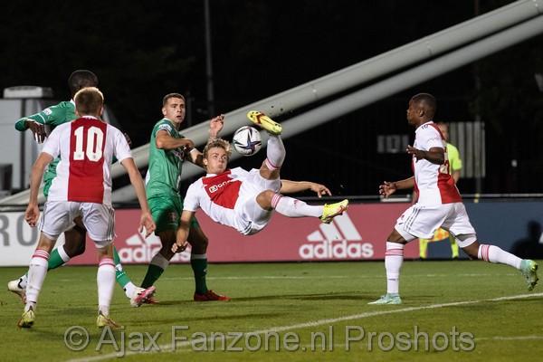Jong Ajax in slotfase onderuit tegen FC Dordrecht: 1-2