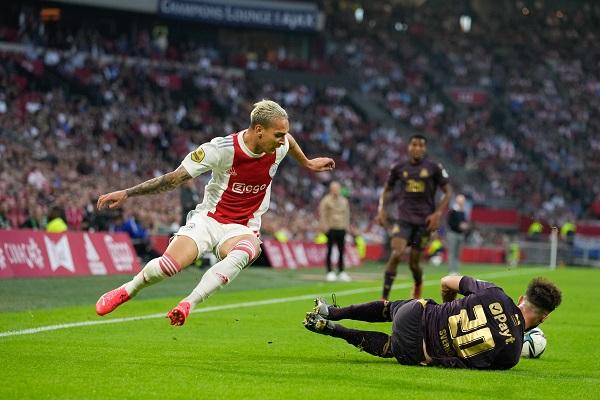 Ajax wint eenvoudig van FC Groningen: 3-0 (Incl foto's)