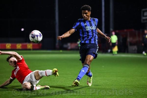 Jong Ajax in slotfase naast Jong AZ: 1-1