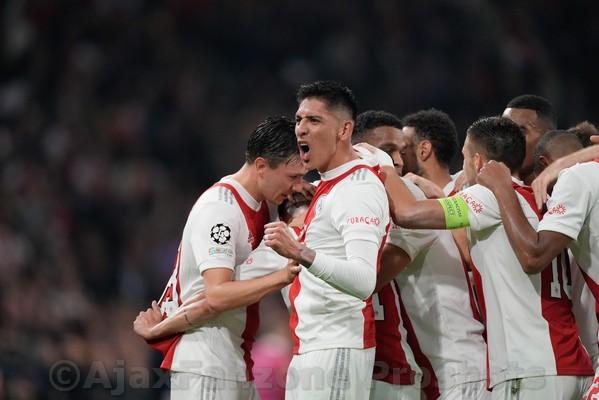 Edson Alvarez en Ajax praten over nieuw contract tot 2025