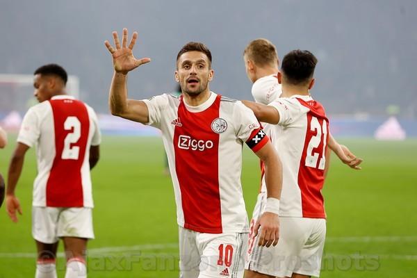 Ajax veegt de vloer aan met PSV: 5-0 (Incl foto's)